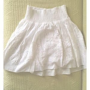 White floral-embroidered skirt